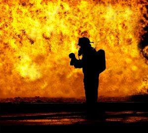 Feuerwehr beim Wohnungsbrand
